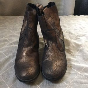 CHARLES BY CHARLES DAVID GOLD METALLIC BOOTIES SIZE 7.5